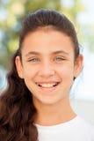 Muchacha del adolescente con la sonrisa de los ojos azules Imágenes de archivo libres de regalías