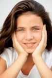 Muchacha del adolescente con la sonrisa de los ojos azules Fotos de archivo