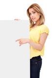 Muchacha del adolescente con la tarjeta en blanco Foto de archivo libre de regalías