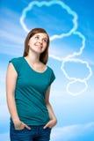 Muchacha del adolescente con las burbujas en blanco del pensamiento Imágenes de archivo libres de regalías