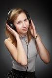 Muchacha del adolescente con los auriculares Fotografía de archivo