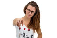 Muchacha del adolescente con los vidrios que señala su finger Fotografía de archivo