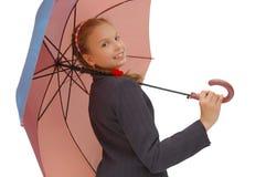 Muchacha del adolescente con un paraguas rosado Imagenes de archivo