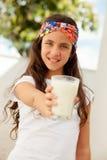 Muchacha del adolescente con un vidrio de leche Fotos de archivo