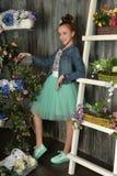 Muchacha del adolescente con una cesta de flores Fotos de archivo libres de regalías