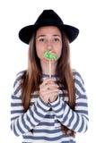 Muchacha del adolescente con una piruleta colorida en su boca Imagen de archivo