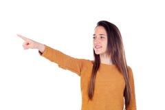Muchacha del adolescente de dieciséis años que indican algo Imagen de archivo libre de regalías