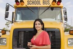 Muchacha del adolescente en autobús escolar Fotos de archivo