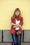 Muchacha del adolescente en camisa roja Imágenes de archivo libres de regalías