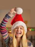 Muchacha del adolescente en el sombrero de santa Foto de archivo
