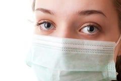 Muchacha del adolescente en máscara quirúrgica Imágenes de archivo libres de regalías