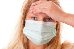 Muchacha del adolescente en máscara quirúrgica Fotos de archivo libres de regalías