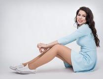 Muchacha del adolescente en un vestido azul Fotos de archivo libres de regalías