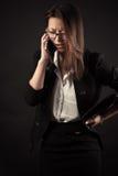 Muchacha del adolescente que habla en el teléfono móvil Foto de archivo