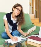 Muchacha del adolescente que hace la preparación Imagen de archivo libre de regalías