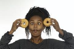 Muchacha del adolescente que juega con los anillos de espuma Imágenes de archivo libres de regalías