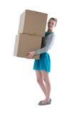 Muchacha del adolescente que lleva las cajas pesadas Fotos de archivo libres de regalías