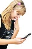 Muchacha del adolescente que mira en el teléfono móvil Foto de archivo
