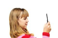 Muchacha del adolescente que mira en el teléfono móvil Fotografía de archivo libre de regalías
