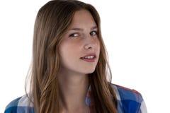 Muchacha del adolescente que sonríe contra el fondo blanco Imagen de archivo
