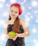 Muchacha del adolescente que sostiene Apple Fotografía de archivo