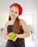 Muchacha del adolescente que sostiene Apple Imagen de archivo libre de regalías