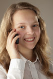 Muchacha del adolescente y teléfono móvil Imágenes de archivo libres de regalías