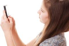 Muchacha del adolescente y teléfono móvil Fotos de archivo