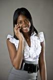 Muchacha del afroamericano en el teléfono celular Imagen de archivo