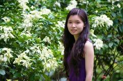 Muchacha del asiático de la flor Foto de archivo libre de regalías