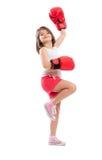 Muchacha del boxeador que actúa como un campeón imagenes de archivo