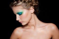 Muchacha del Brunette de la manera. Maquillaje hermoso y pelo Fotos de archivo