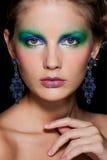 Muchacha del Brunette de la manera. Maquillaje hermoso y pelo Imagen de archivo libre de regalías