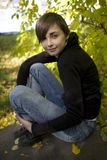 Muchacha del brunette del otoño Imagenes de archivo