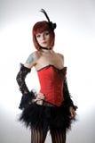 Muchacha del cabaret en corsé rojo Fotos de archivo libres de regalías