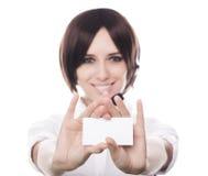 Muchacha del centro de atención telefónica que sostiene la tarjeta Foto de archivo