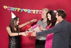 Muchacha del cumpleaños con los amigos Imagen de archivo libre de regalías