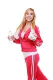 Muchacha del deporte de la mujer de la aptitud con la toalla y la botella de agua aisladas Foto de archivo
