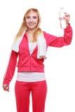 Muchacha del deporte de la mujer de la aptitud con la toalla y la botella de agua aisladas Imagen de archivo