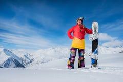 Muchacha del deporte en montañas nevosas Imagenes de archivo