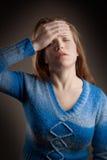 Muchacha del dolor de cabeza fotografía de archivo