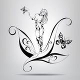 Muchacha del duende que se coloca en las hojas Fotografía de archivo libre de regalías