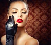 Muchacha del encanto de la moda de la belleza Fotos de archivo