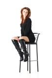 Muchacha del encanto en una silla de la barra Foto de archivo