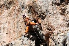 Muchacha del escalador de roca en Geyikbayiri Imagen de archivo