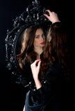 Muchacha del espejo noir imagen de archivo libre de regalías