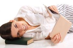 Muchacha del estudiante alegre con los libros Imagenes de archivo
