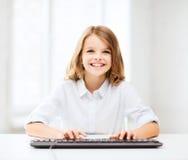 Muchacha del estudiante con el teclado Fotos de archivo