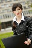 Muchacha del estudiante con la computadora portátil Imagen de archivo libre de regalías