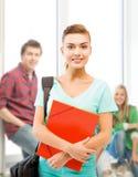 Muchacha del estudiante con las carpetas y el bolso de escuela Imagen de archivo libre de regalías